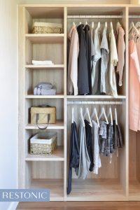 Jak uspořádat svůj šatník