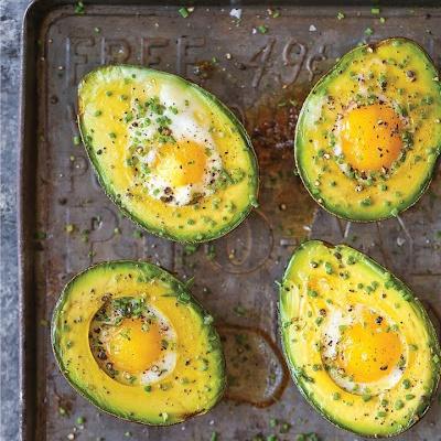 vejce pečená v avokádu