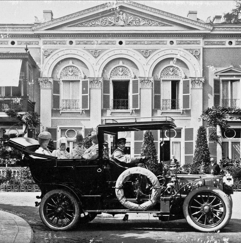 Vanderbilts doma i v zahraničí_GWV Motoring Greyscale